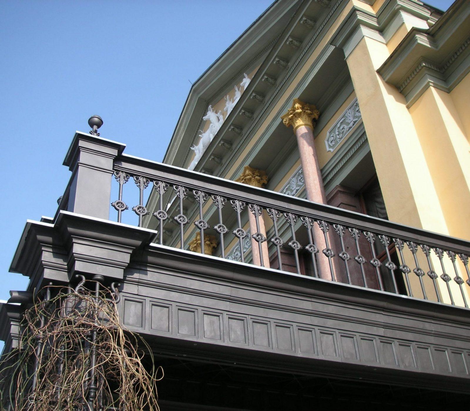 Restauriertes Geländer