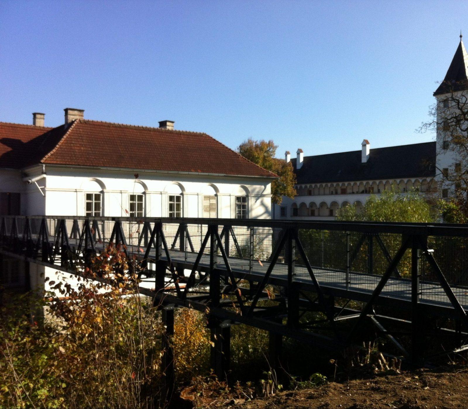 Restaurierter Bad Ischler Steg jetzt in Schloss Parz
